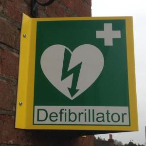 Defibrillator sign 1 scaled